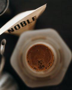 brewing-coffee-in-aeropress