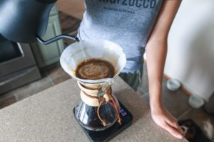pouring-water-into-chemex